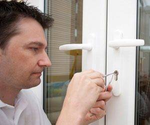 Don't get scammed! Here are tips to avoid a locksmith scam